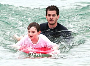rs_560x415-140320192422-1024.Andrew-Garfield-Surf-Charity-Australia.ms.032014_copy